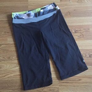 Lululemon Black Yoga Pants Cropped Sz Small